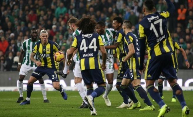 Fenerbahçe ikinci yarıya 1 puanla başladı