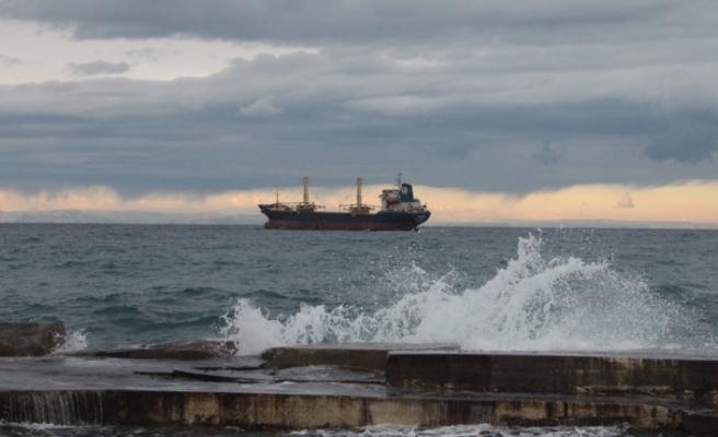 Fırtına etkisi...Bazı gemiler Girne açıklarına demirledi