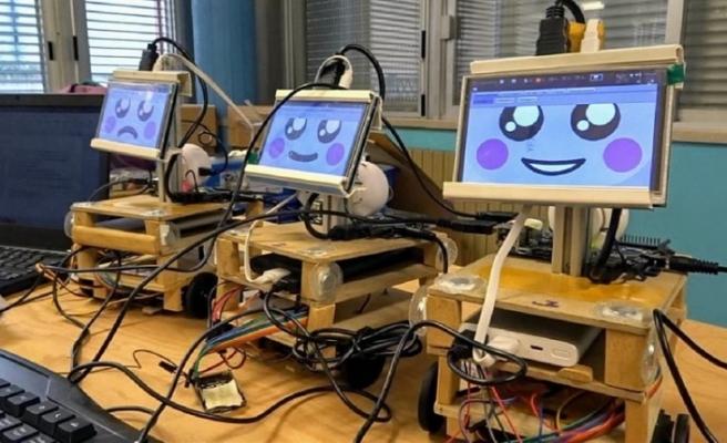 Rus çocuklar 3 yaşında 4 dil öğreniyor, 11 yaşında robot tasarlıyor