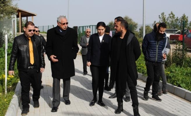UBP İlçe Yönetimi ve Gençlik Kolları, Girne Ķöpek Barınağı'nı ziyaret etti