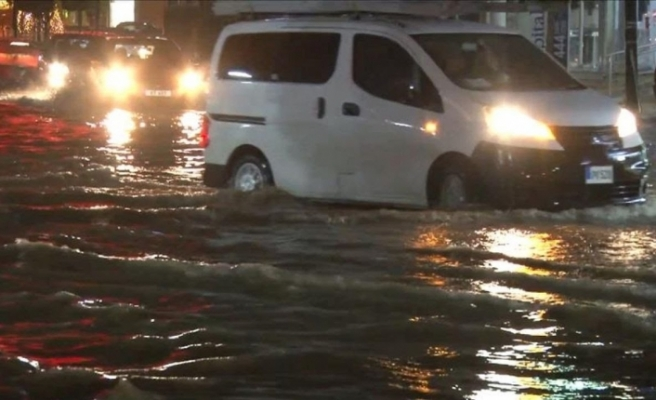 Ülke genelinde etkili olan yağışlar hayatı olumsuz etkiledi