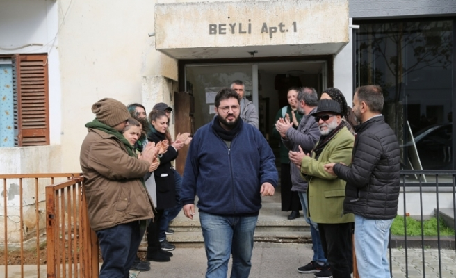 Vicdani Ret İnisiyatifi aktivistleri ve dava arkadaşları alkışlarla uğurladı