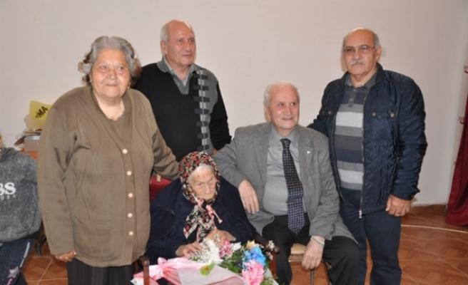106 yaşındaki Kezban Zaifoğlu'na ziyaret