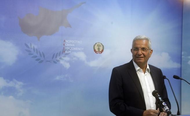 """AKEL'den Kıbrıslı Türkler için """"Özel hesap"""" a destek"""