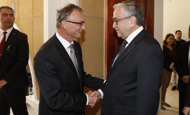 Akıncı, Slovakya Büyükelçiliği'nin ara bölgede düzenlediği resepsiyona katıldı