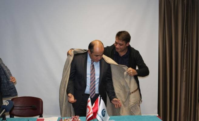 Ali Murat Başçeri, öğrencilerle Lefkoşa Yunus Emre Enstitüsü'nde bir araya geldi