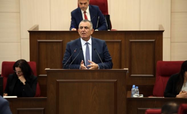Çavuşoğlu, Meclisin geç açılmasını eleştirerek, saatinde açılması konusundaki talebini dile getirdi