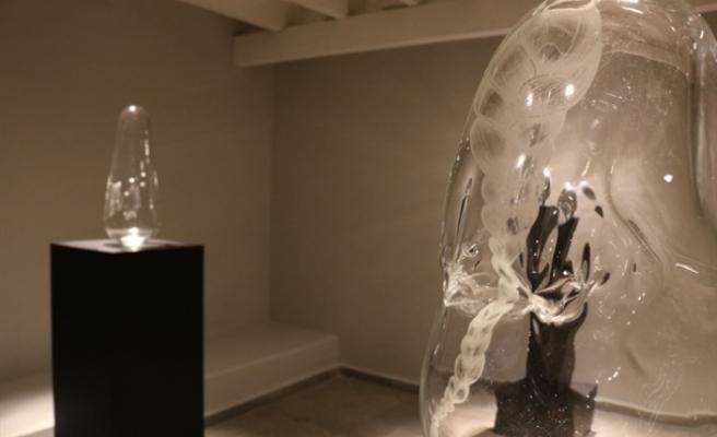 """""""Derindeki Canavarlar"""" sergisi Girne'de Art Rooms Galeri'de sanatseverlerle buluştu"""