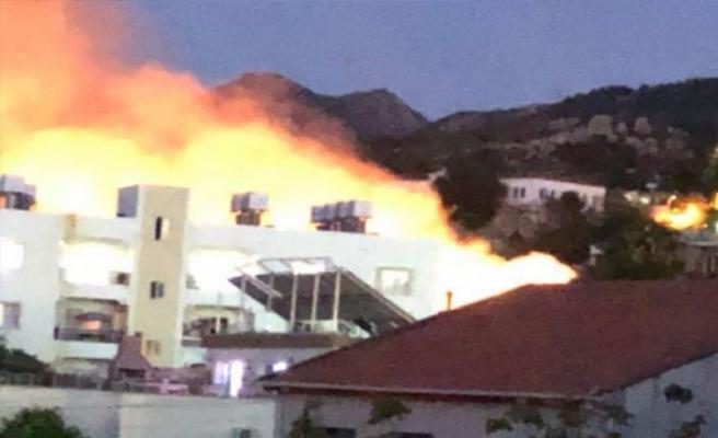 Lapta'da korkutan yangın! Zipro kabin evi yakıyordu