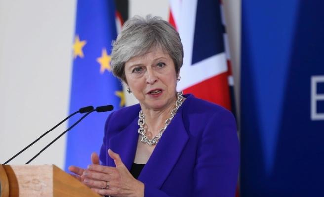 May, Brexit oylamasını erteledi