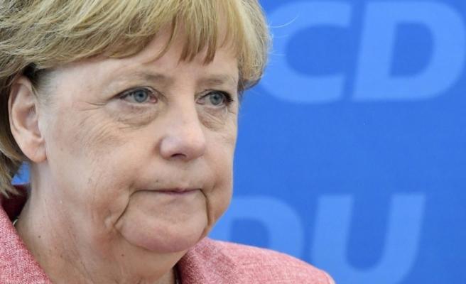 Merkel Brexıt'te yeniden müzakereye sıcak bakmıyor