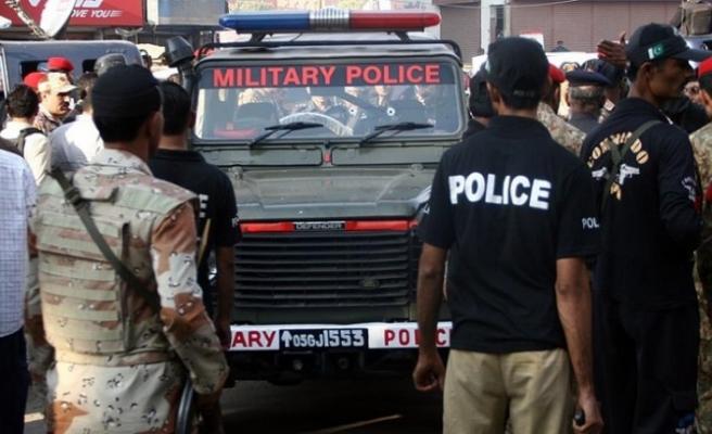 Pakistan'da silahlı saldırı: 4 polis hayatını kaybetti