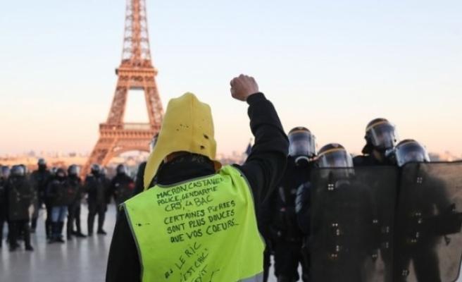 Sarı yeleklilerin gösterisinde polis şiddetine suç duyurusu