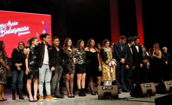 2. Liseler Arası Ses Buluşması Yarışması'nın birincisi  Aysu Mişon