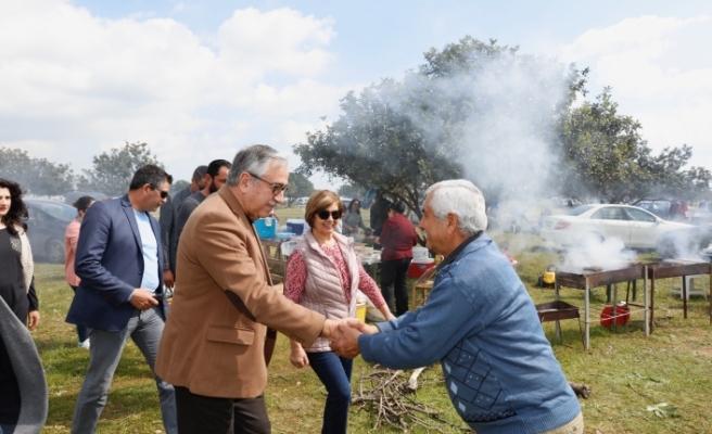 Alaniçi'nde pkinik yapan vatandaşlarla biraraya geldi