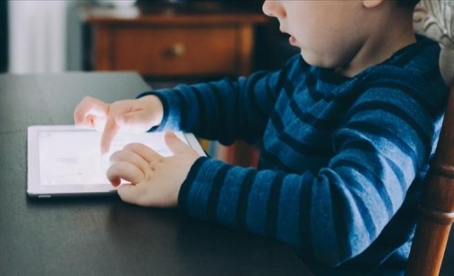 Cep telefonları 'bakıcı anne' gibi kullanılıyor'