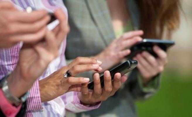 """Cep telefonlarının her iki tarafta da kullanılması… """"Zor ama imkansız değil"""""""