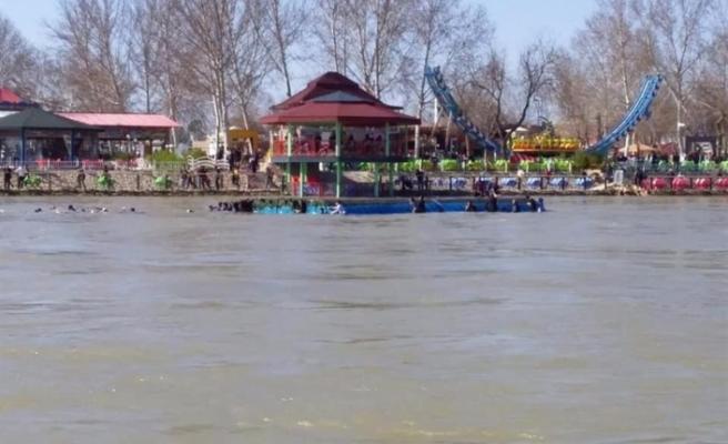 Dicle Nehri'nde batan bir feribotta 40 kişi öldü