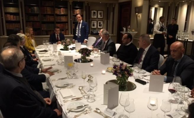 Erhürman, İngiltere'deki Kıbrıslı Türk iş insanlarıyla bir araya geldi