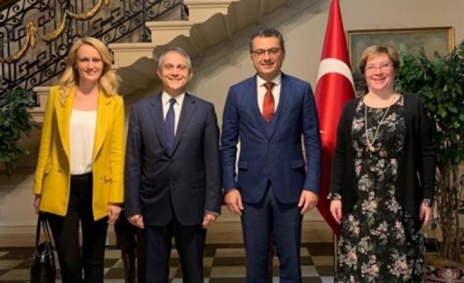 Erhürman, Türkiye Cumhuriyeti Londra Büyükelçiliği'ni ziyaret etti