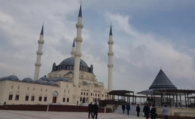 Hala Sultan Camii ibadete açıldı... Yarın Küçük için Mevlit ve Yasin-i Şerif okunacak