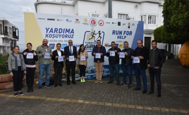 Halkın Partisi'nden bir heyet, Turkcell Girne Yarı Maratonu'na kayıt yaptırdı