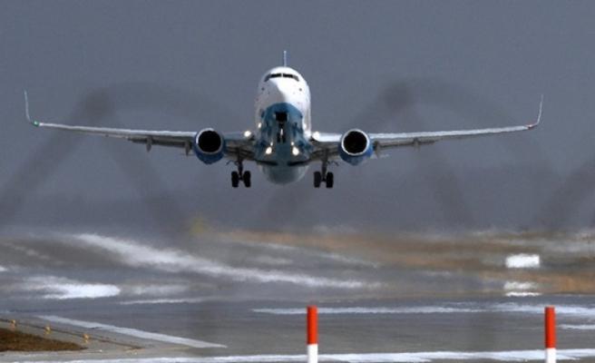 Havada panik...Uçak acil iniş yaptı