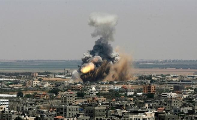 İsrail, Gazze'de Hamas'a ait bir mevziyi bombaladı