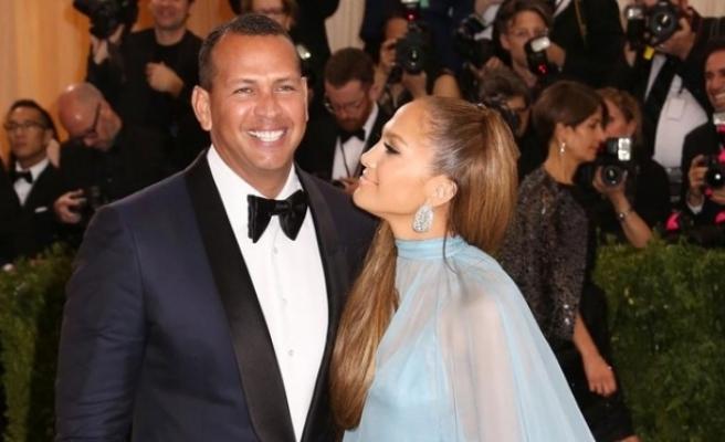 Jennifer Lopez, beyzbolcu sevgilisi AlexRodriguez ile nişanlandı
