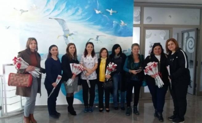 Kıbrıslı Türk ve Kıbrıslı Rum sendikacılar Onkoloji Hastanesi'ni ziyaret etti