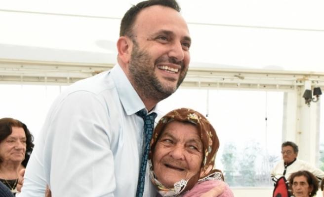Sosyal Hizmetler Dairesi'nden yardım alan yaşlılara yemek