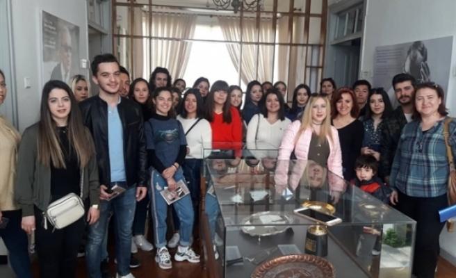 UKÜ öğrencilerinden Dr.Fazıl Küçük Müzesi'ne ziyaret