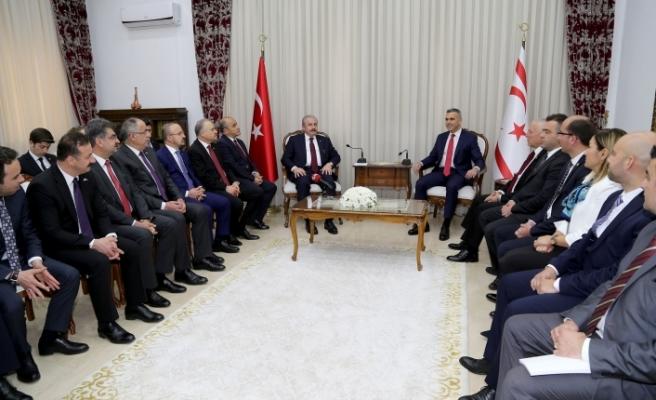 Uluçay, ilk yurtdışı ziyaretini KKTC'ye yapan TBMM Başkanı Mustafa Şentop ile görüştü