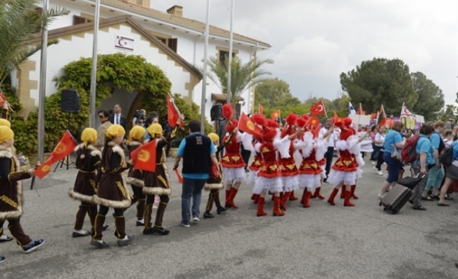 21. Uluslararası 23 Nisan Çocuk Festivali kortej yürüyüşü Lefkoşa'da yapıldı