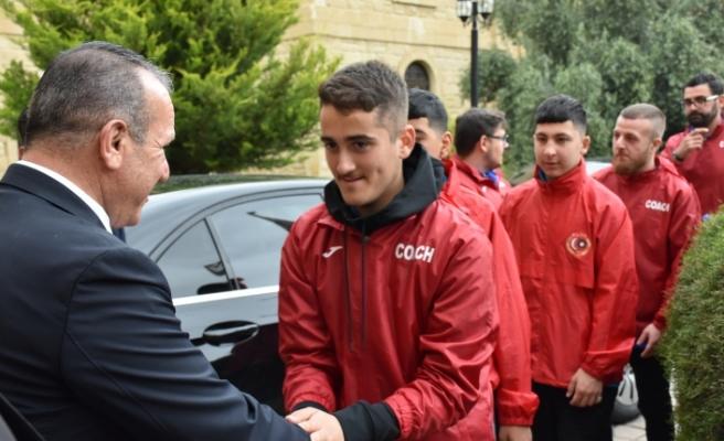 Ataoğlu, Londra  U-15 Futbol karması'nı kabul etti