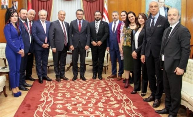 Başbakan Erhürman, Kızılay Heyeti'ni kabul etti
