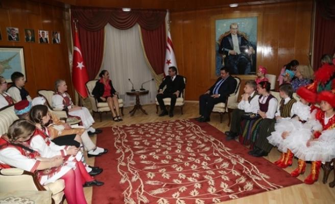 Başbakan Tufan Erhürman, ülke çocukları ve misafir grupları temsil eden öğrencileri kabul etti