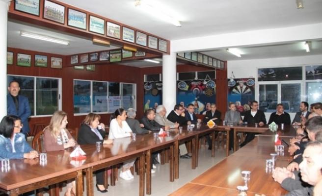 Başbakan Tufan Erhürman ve eşi Nilden Bektaş, dün akşam Binatlı Yılmaz Spor Kulübü'nü ziyaret etti