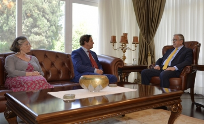 Cumhurbaşkanı  Akıncı, Embargoed Sivil Toplum Örgütü'nden bir heyetle görüştü