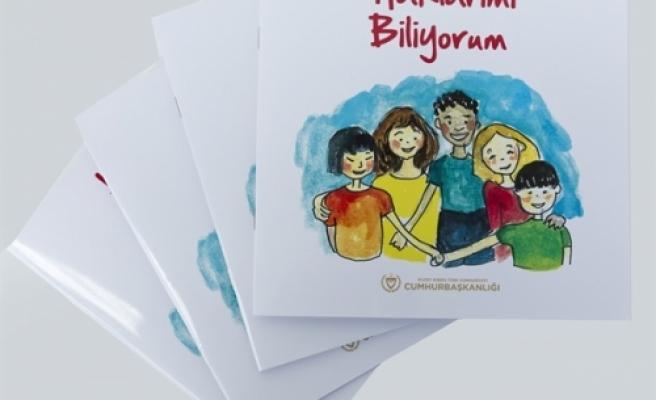 """Cumhurbaşkanlığı, """"Haklarımı Biliyorum"""" adlı çocuk kitabını armağan ediyor"""