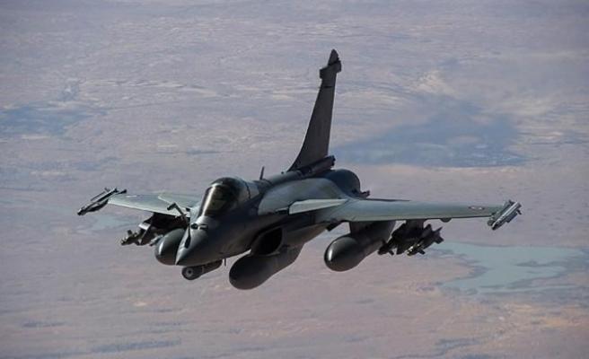 Fransız savaş uçakları Güney Kıbrıs semalarında