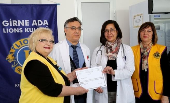 Girne Ada Lions Kulübü, Lefkoşa Dr. Burhan Nalbantoğlu Devlet Hastanesi'ne kan saklama dolabı bağışladı