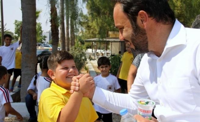 İskele Belediye Başkanı Hasan Sadıkoğlu, 23 Nisan Ulusal Egemenlik ve Çocuk Bayramı'nı kutladı