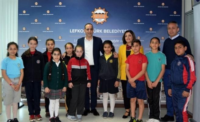 Lefkoşa ilkokullarından çocuklar, Harmancı'yı ziyaret etti