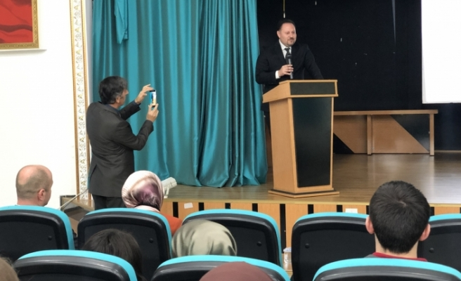 Öztürkler, Sakarya'da konferans verdi