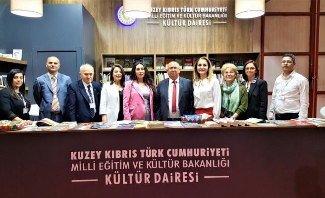Özyiğit, İzmir'de Kitap Fuarı'nın açılışına katıldı