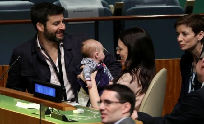 Parlamento salonunda 'çocuk' yasağı