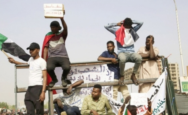 Sudan'da sokağa çıkma yasağı kaldırıldı