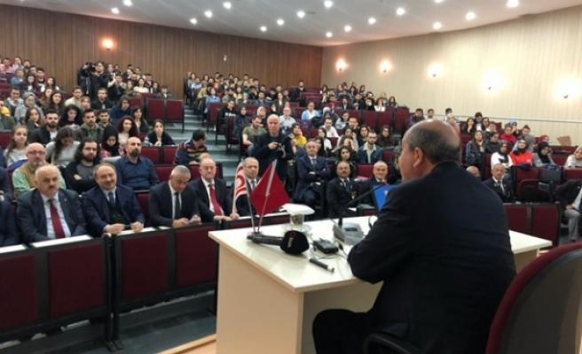 """Tatar,""""Doğu Akdeniz'de Enerji Güvenliği ve Kıbrıs"""" konulu konferans verdi"""