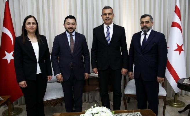 Uluçay, ICYF Başkanı Taha Ayhan'ı kabul etti